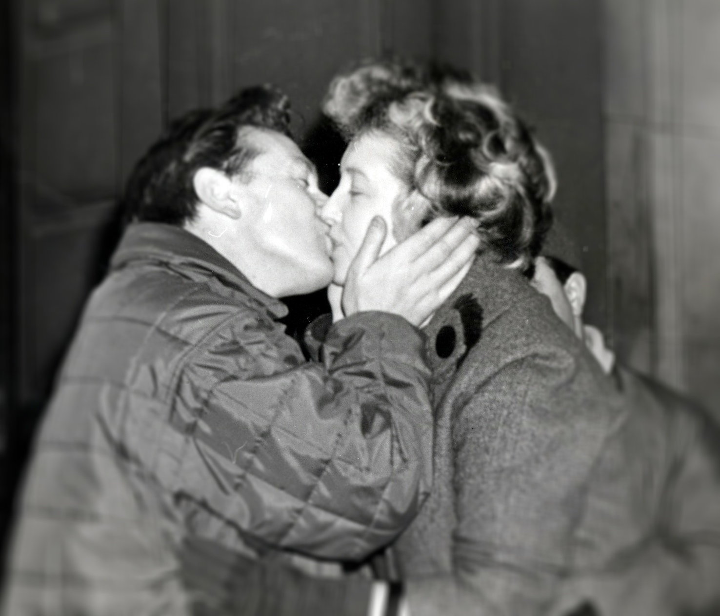 Eric Jackson kissing his wife goodbye when leaving for the London to Cape Town record